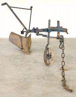 Solcarólo (solcatore-rincalzatore in ferro, con una ruota).