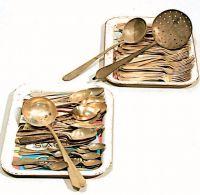 Forchette, cucchiai e mestoli in rame.