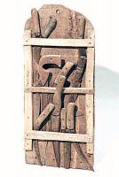 Serie di attrezzi per uso agricolo.