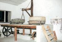Il macchinario del mulino, durante il restauro