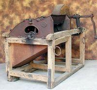 Altra trebbiatrice ad azionamento manuale dell'Ottocento, di fabbricazione francese.