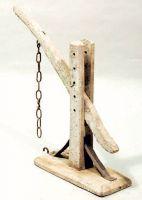 Leva di legno per piccoli pesi.